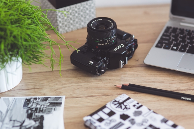 kaboompics-com_old-canon-on-the-wooden-desk